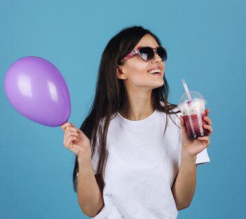 joyful-brunette-black-sunglasses-looks-happy-posing-with-cocktail-balloon_8353-5578